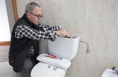 comment enlever une vieille toilette de votre salle de bains votre habitation. Black Bedroom Furniture Sets. Home Design Ideas